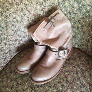 FRYE Veronica Short BOOTS 76509 Size 8